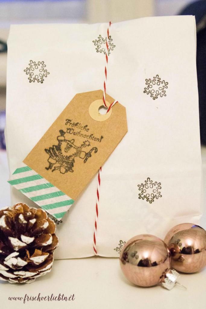 Weihnachtsgeschenke_einpacken_Frisch_Verliebt_6