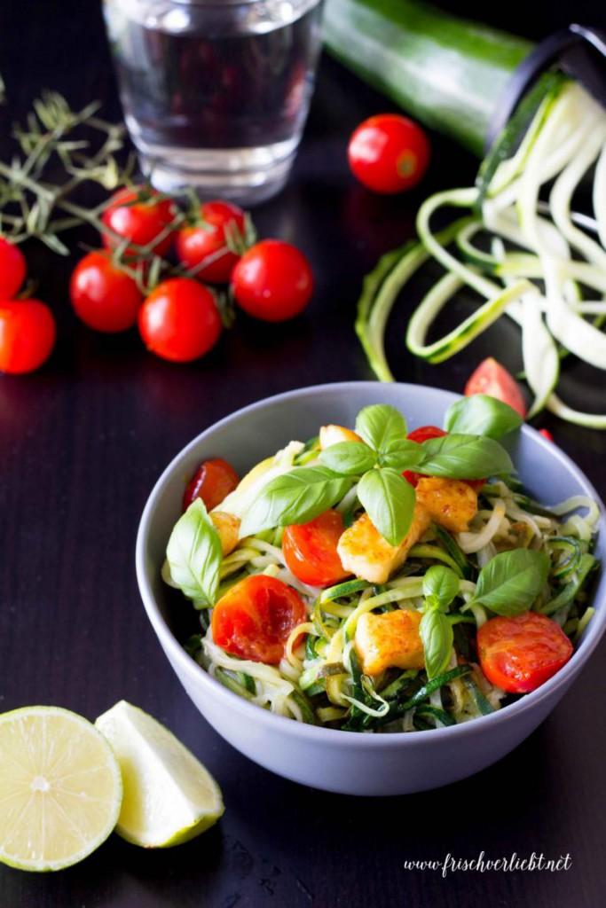 Gemüse_Spaghetti_Zoodles_mit_Halloumi_Frisch_Verliebt_1