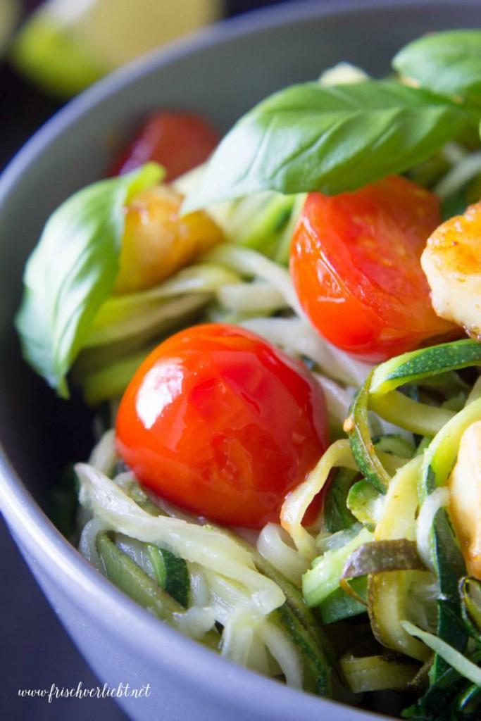 Gemüse_Spaghetti_Zoodles_mit_Halloumi_Frisch_Verliebt_3