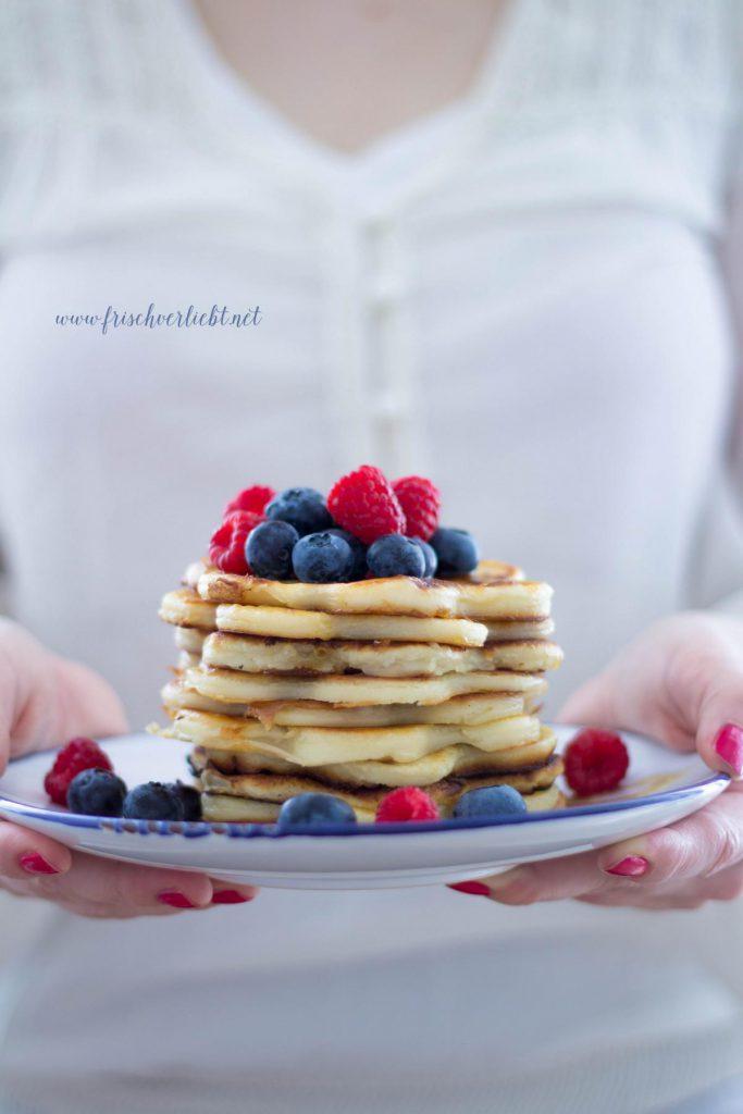 Pancakes_mit_Zimt_und_Beeren_Frisch_Verliebt