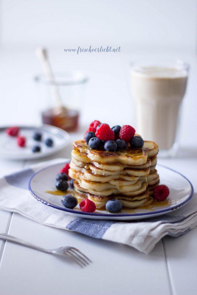 Pancakes_mit_Zimt_und_Beeren_Frisch_Verliebt_2