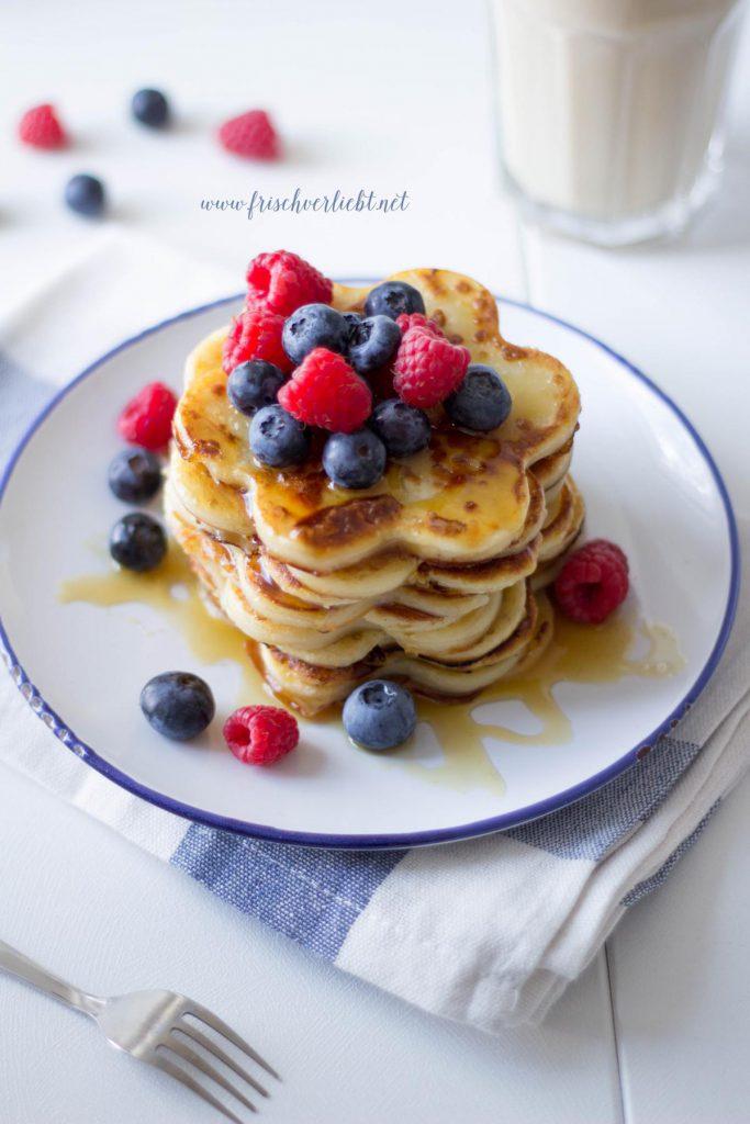 Pancakes_mit_Zimt_und_Beeren_Frisch_Verliebt_3