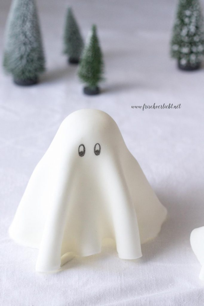 Gespenster_aus_Fondant_Halloween_Frisch_Verliebt_1