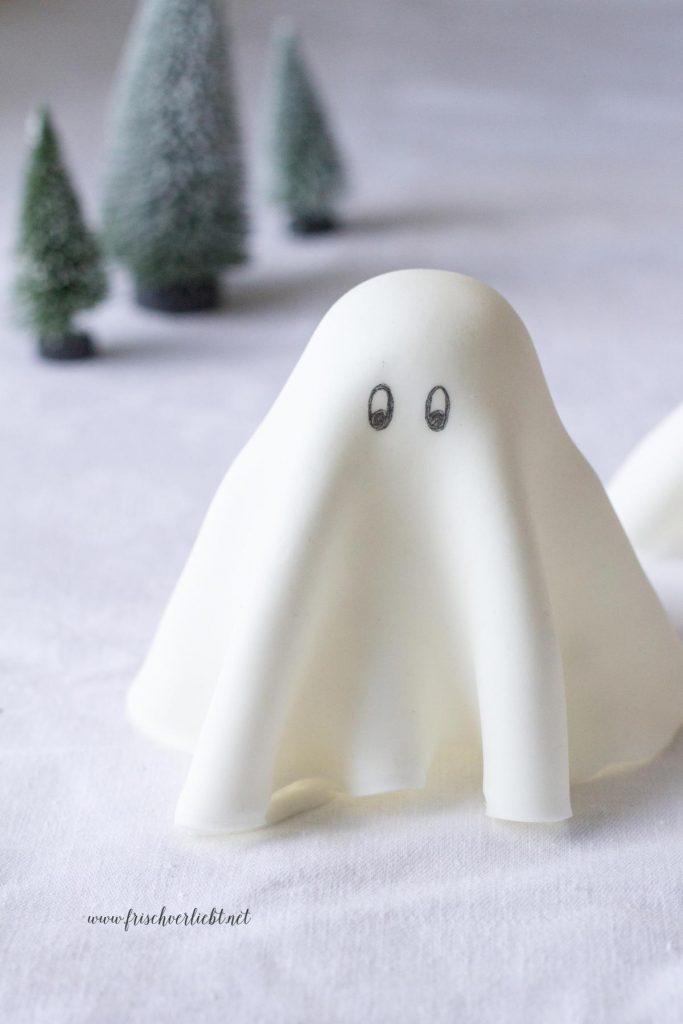 Gespenster_aus_Fondant_Halloween_Frisch_Verliebt_3